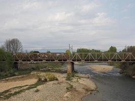 ponte sobre o rio malone em brandizzo foto