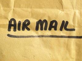 etiqueta de correio aéreo no pacote foto