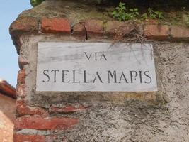 placa de rua Stella Maris em Rivoli foto