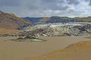 geleira de saída em seu vale glacial foto