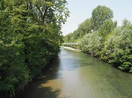 River Dora no Parque Parco Dora em Turim foto