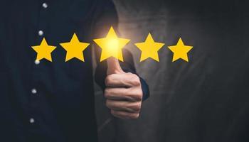 ilustração de classificação de satisfação do cliente com símbolo de cinco estrelas foto