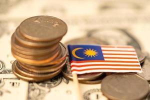 bandeira da Malásia no conceito de fundo, negócios e finanças de moedas. foto