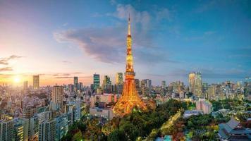 vista da cidade de Tóquio com torre de Tóquio foto