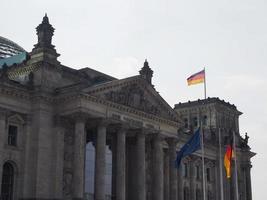 Parlamento Bundestag em Berlim foto