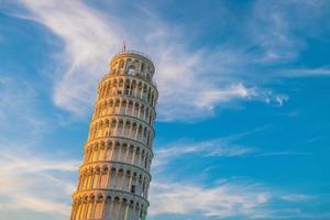 a torre inclinada em pisa foto