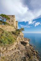 monterosso al mare, antigas aldeias costeiras de cinque terre na itália foto