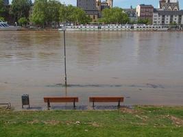 inundação do rio principal em frankfurt am main foto