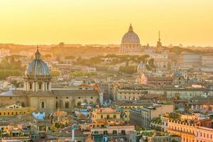 vista superior do horizonte da cidade de roma a partir do castelo de sant'angelo foto