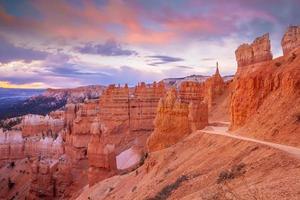 paisagem natural do parque nacional do desfiladeiro de bryce em utah foto