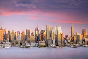 horizonte de Manhattan em Manhattan ao entardecer foto