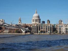 ponte do milênio em Londres foto