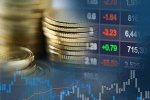 negociação de investimento no mercado de ações financeiro, moeda e gráfico foto