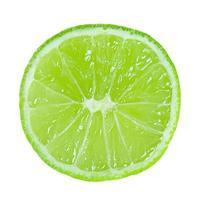 fatia de limão isolada sem sombra foto