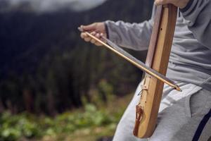 turquia, rize, platô pokut, instrumento de cordas turco foto