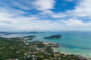 vista de alto ângulo da ilha de phuket foto