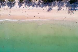 incrível vista aérea do mar de cima para baixo, mar, praia, natureza, fundo foto