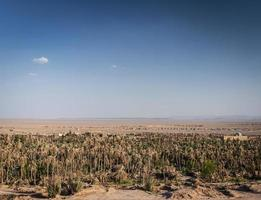 paisagem do deserto em oásis garmeh perto de yazd sul do irã foto