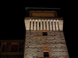 torre de settimo à noite foto