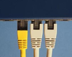 switch de roteador de modem com portas de plugue rj45 ethernet foto