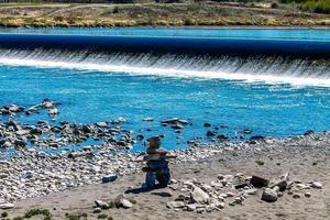 o rio de proa no auge do verão foto