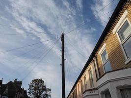 poste de telecomunicações para fios e fibra ótica foto