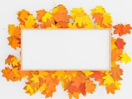 folhas de cores quentes e moldura de madeira foto