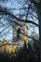 torre do sino de uma catedral em Terni foto