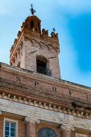 detalhe da prefeitura em foligno, itália foto
