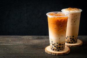 chá com leite taiwan e chá com leite tailandês com bolhas foto