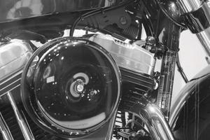 motocicleta pesada americana vintage de uma marca famosa em vitrine foto