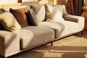 sofá designer em casa escandinava foto