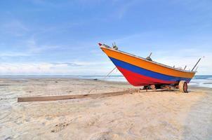 barco na praia foto