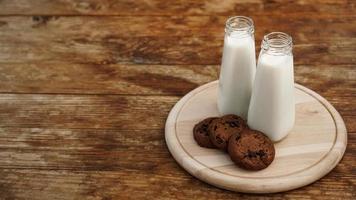 biscoitos caseiros de chocolate e leite foto