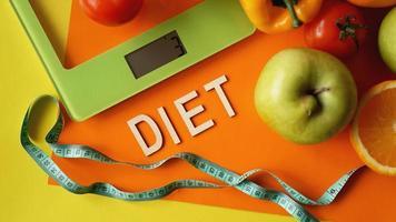 dieta do conceito. comida saudável, balança de cozinha foto