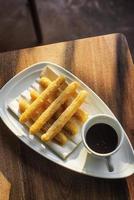 famosos churros espanhóis com chocolate tradicional espanha tapa doce café da manhã foto
