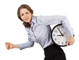 menina triste corre com um relógio foto