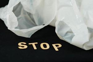 a europa proíbe sacolas plásticas por causa dos microplásticos nos oceanos foto