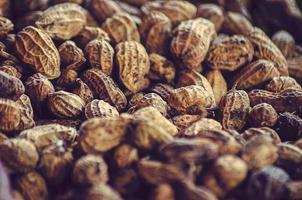 amendoim cozido na comida de rua foto