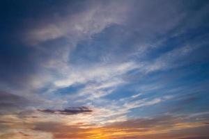céu pôr do sol abstrato para o fundo foto