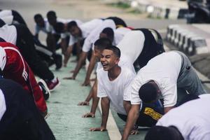 Sorong, Papua Ocidental, Indonésia 2021 - candidatos não comissionados da polícia indonésia foto