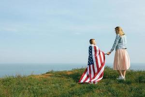 mãe solteira com filho no dia da independência dos eua foto
