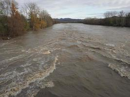 grande inundação do rio foto