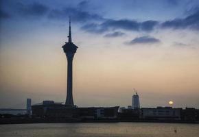 torre de macau, marco urbano, horizonte urbano, macau, china, pôr do sol, anoitecer foto