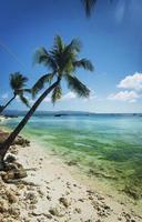 praia exótica em diniwid na tropical boracay filipinas foto