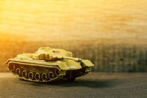 tanque de guerra do soldado americano no campo de batalha, foco seletivo foto