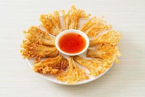 Cogumelo Enoki Frito com Molho Picante foto