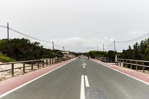 percurso na vila de pescadores de es calo de sant agusti foto