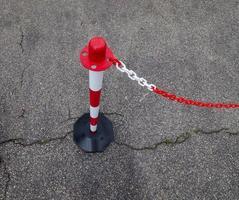 postes de amarração da corrente de segurança foto
