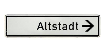 sinal alemão isolado sobre o branco. cidade velha de Altstadt foto